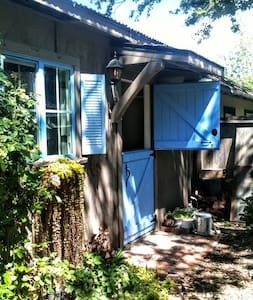 Rustic Cottage - Murphys