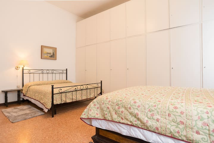 Quadruple Room overlooking the canal with private bathroom (King size and queen size beds)