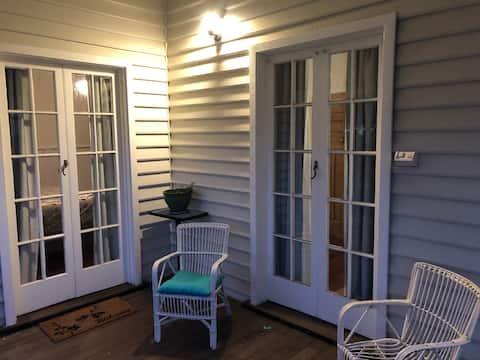 """Mignon, confortable et confortable, """"Cunningham Cottage""""."""