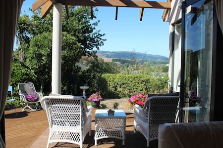 Peaceful First Class Home in Whitby - Porirua