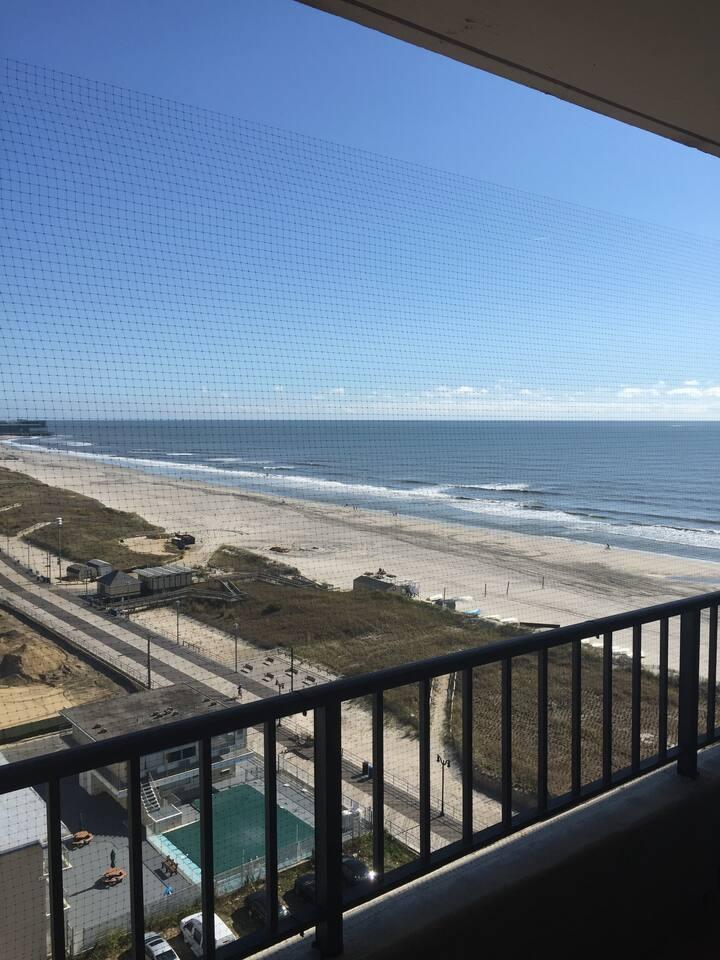 1 Bedroom Condo - On AC Boardwalk