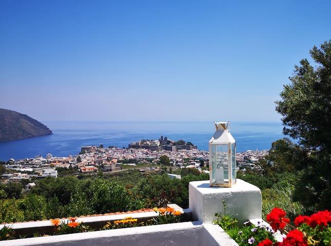 La Chiara panoramica casa con patio e piscina