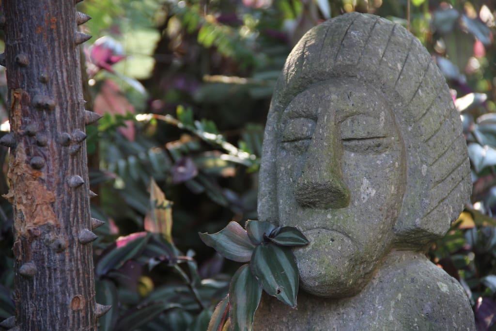 Rodeados de dioses prehispánicos