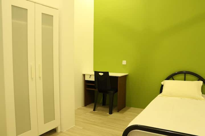 Kwang Tai Hostel,Kota Samarahan (Single room)