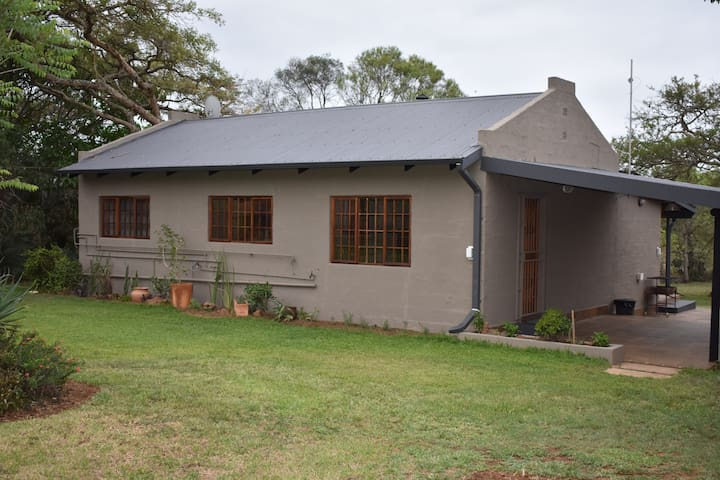 Aloe Ridge Guest Farm - Owl Cottage