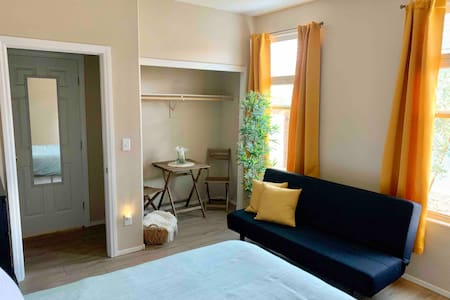 Guest Suite~Safe~Gated Comm~Easy Access To Strip