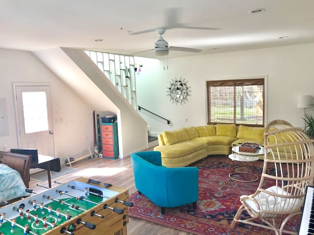Private Modern Guest House w/ foosball, 3 beds