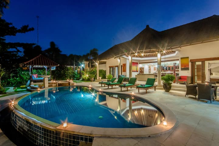 3 Bedroom private villa - central Seminyak