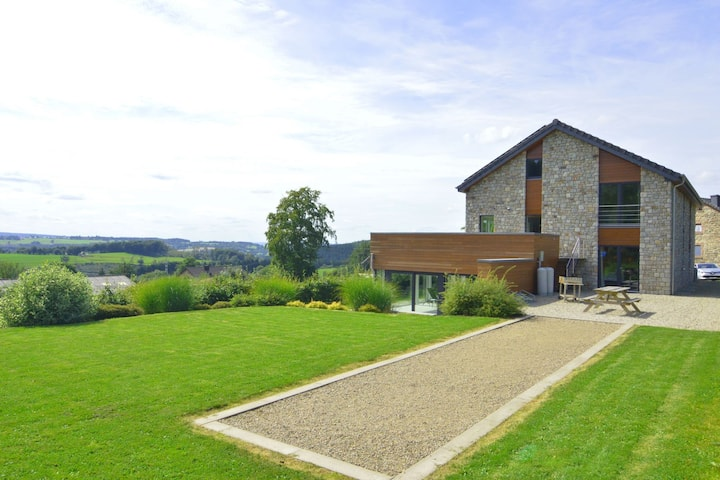 Rich Holiday Home in Malmedy with Indoor Heated Pool
