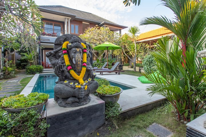 Raj Sindhu Villa & Suites luxe room
