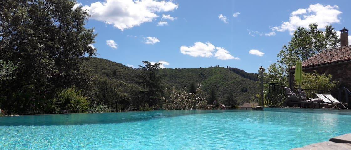 suite privée,terrasse,clim,accès piscine, jacuzzi
