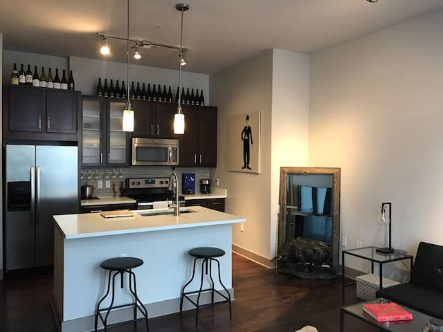 Urban, Relaxed & Luxurious! (Near IAD) - Herndon