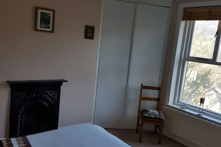 Eiffel view. Double room - West Yorkshire  - House