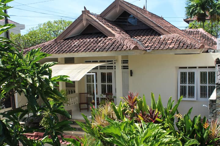 Friendly family neighborhood NusaDua home.
