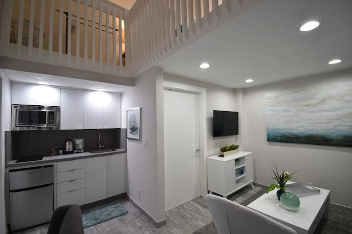 DESIGNER LOFT STEPS FROM THE OCEAN unit 5
