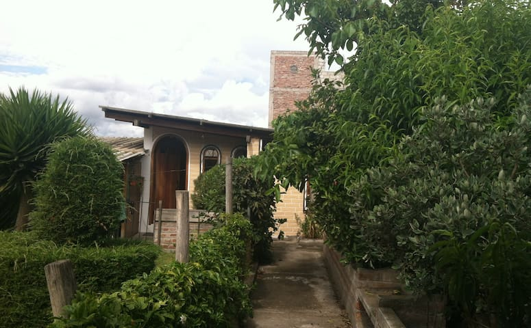 Small, cozy garden house  - Ambato - House