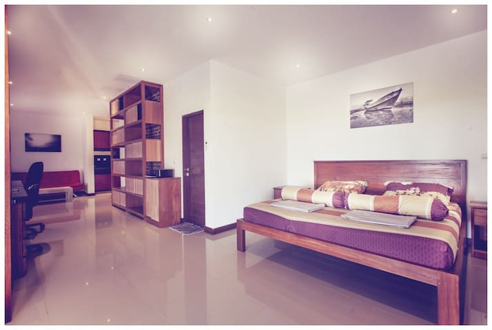 Private Apartment, AC, TV, bathroom, workplace