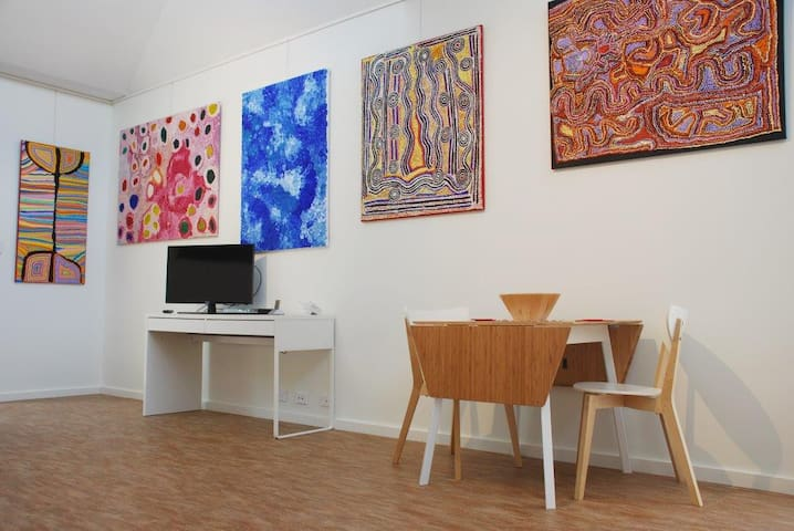 Expandable dining table, tv, dvd, internet access and wireless facilities - and beautiful paintings