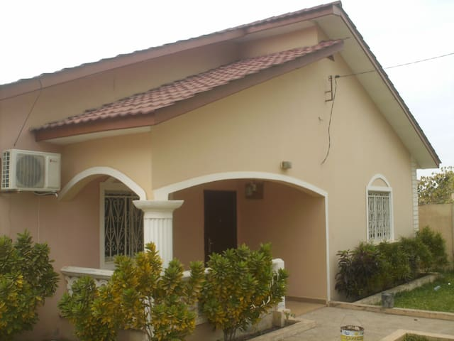 Sanchaba Yellow Bungalow - Brusubi - Flat
