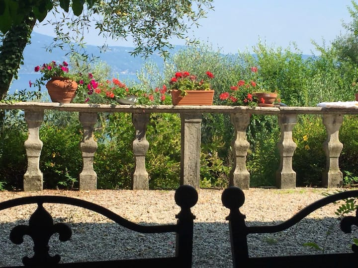 House with 3 bedrooms in Gargnano, with wonderful lake view, private pool, furnished balcony - 3 km from the beach