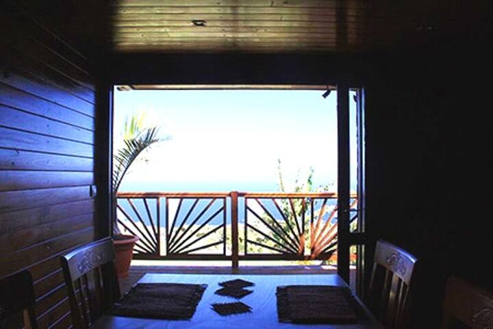 Bungalow with one bedroom in Petite Ile, with wonderful sea view, furnished garden and WiFi - 9 km from the beach