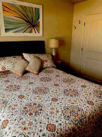 Beautiful Guest Room #1