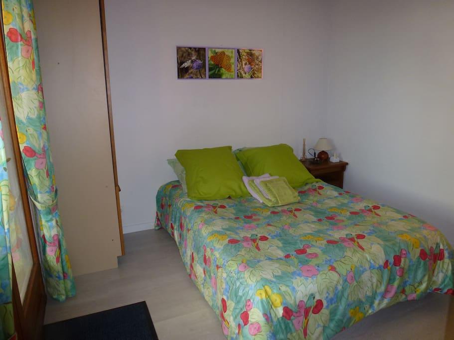 aux portes de bordeaux et sa r gion chambres d 39 h tes louer saint romain la virv e. Black Bedroom Furniture Sets. Home Design Ideas