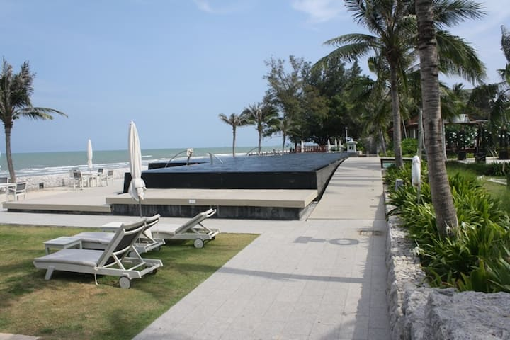 Boathouse private beach resort, condo 3 pax.
