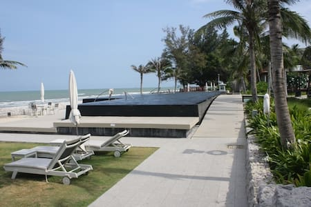 """Boathouse"" beach resort apartment."