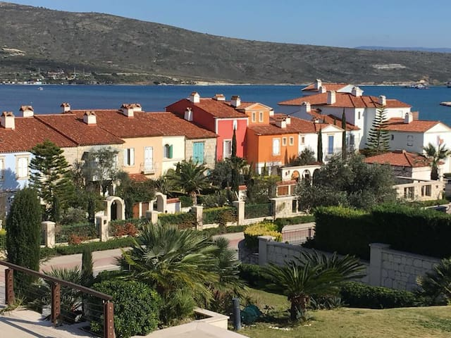 Port Alacati luxury 1 bedroom flat