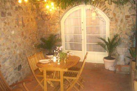 Stylish Medieval Cottage, Castelnou - Castelnou