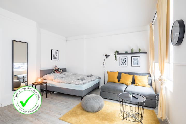 Freshly renovated 2BR apartment +1.5BTHR