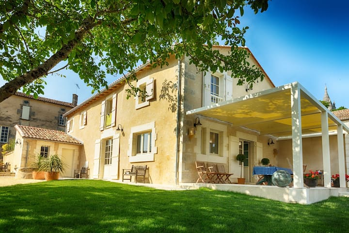 Maison du Couvent - Green Room - Villebois-Lavalette - Bed & Breakfast