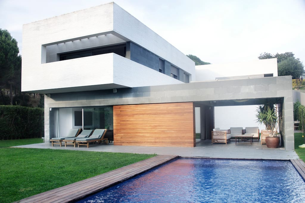 Luxury modern villa maresme w pool hutb 013681 houses for Modern house for rent