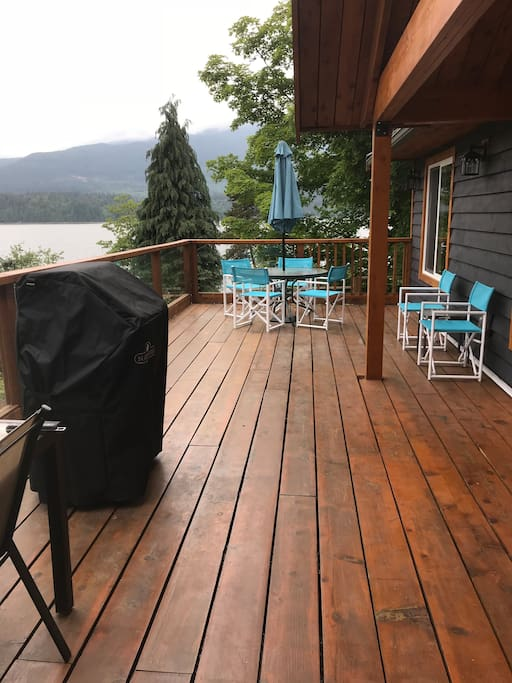 Great deck with amazing view!