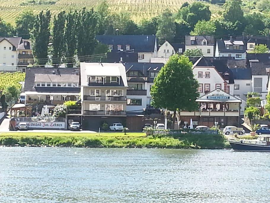 Unser Haus vom Marktplatz /Rathaus in Zell/Mosel aus