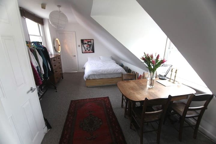 KEMPTOWN LOFT APARTMENT