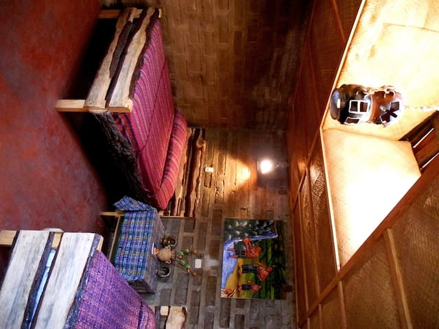 Private room wth local Mayan family - San Juan La Laguna - บ้าน