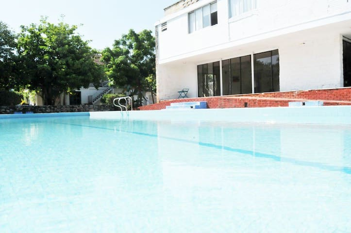 Anette/Pool-20min from Barranquilla - Pradomar (Puerto Colombia) - House