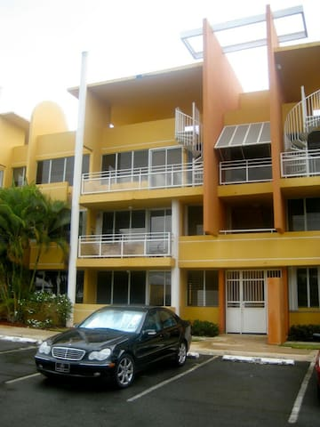 2nd Floor Pool-Facing 3 room Condo - Vega Alta - Vila