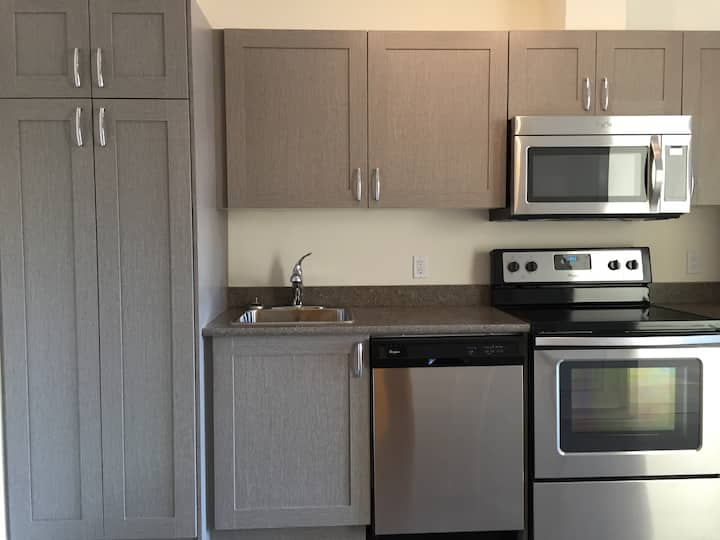 Lovely 1BR Bldg 4-Close to UC&Ctain