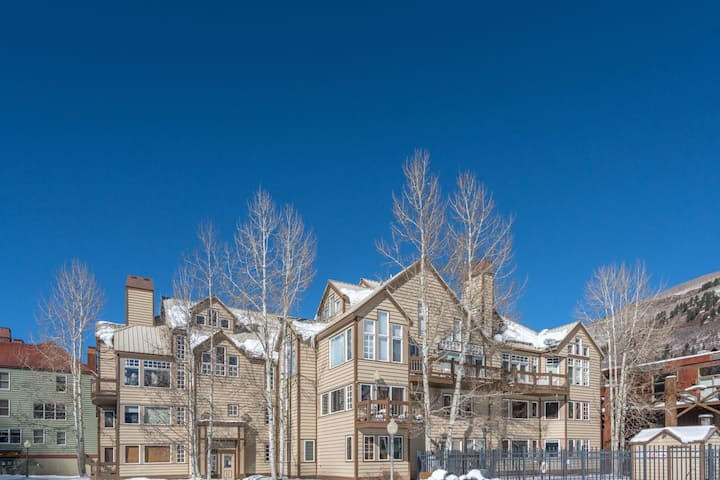 Ideal Ski-in Ski-out Retreat Conveniently Located in the Town of Telluride with a Shared Hot Tub