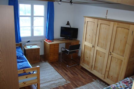 Cheap room for two - Niederdorf - Casa