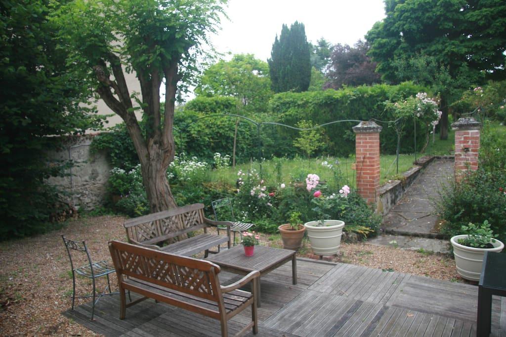 Jardin avec petit coin apéro