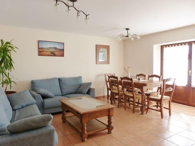 Apartamento rural a 4km de Jaca con gran terraza - Guasillo - Apartmen
