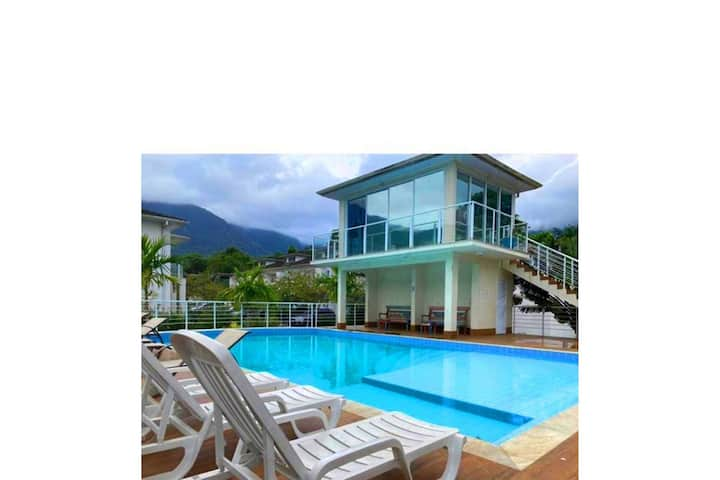 Apartamento com piscina próximo a praia de Maresias.