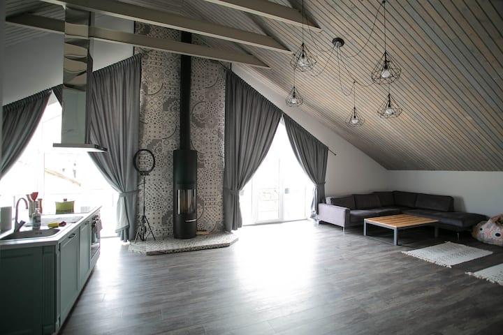 Уютная  ЛОФТ квартира в центре Одессы