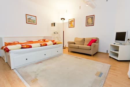 Beautiful basement apartment 2-rent - Frankfurt - Wohnung