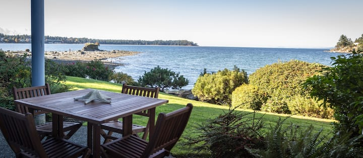 Walk-on Waterfront 2 Bedroom with Stunning Sunsets