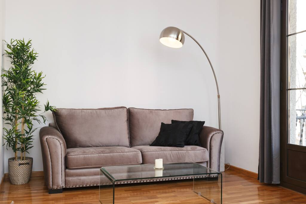 Comfortable 2,4 meters sofa (4 seats) with natural sunligth all day.